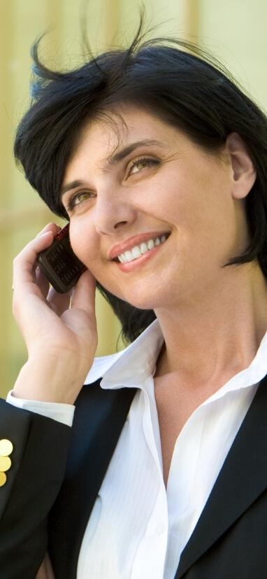 obchodnicka ktora telefonuje s klientom