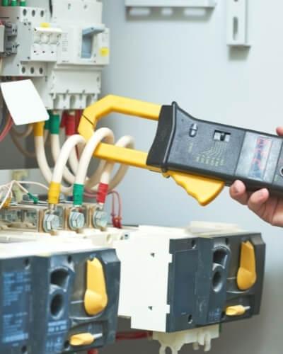 realizovanie merania elektrickej siete